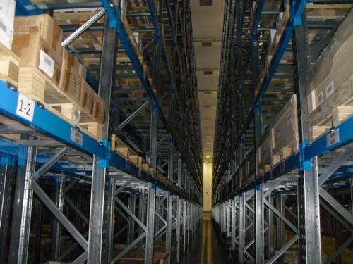 Impianto Portapallets servito da carrelli trilaterali e commissionatori verticali