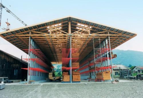 Cantilever con Tettoia con capriate in legno