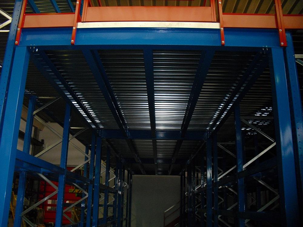 Soppalco di alta portata in carpenteria integrata a scaffalatura Portapallets