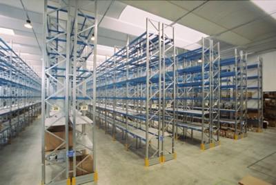 Scaffalatura Portapallets con corridoi serviti da carrello retrattile