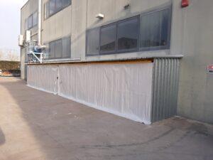 Scaffalatura esterna con tettoia e tenda scorrevole